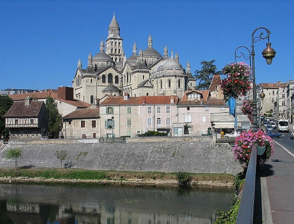 786px-Perigueux_Cathedrale_Saint_Front.jpg